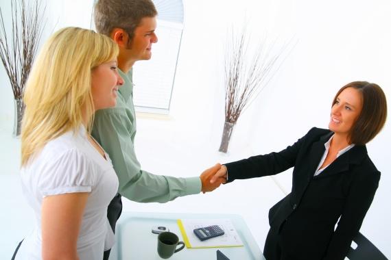 Půjčka se poskytuje až do 10 000 Kč, pro jejichž splacení si zvolíte libovolný termín v rozmezí 7 až 45 dní.