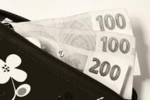 Bezhotovostní půjčky se těší mnohem větší oblibě než ty vyplácené v hotovosti.