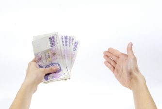 Půjčka o víkendu – peníze v hotovosti na ruku